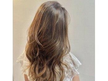 白髪があってもカラーは楽しめる♪華やかロングヘアー