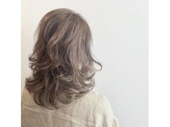 白髪を味方に♪ハイライトでカラーを楽しむ