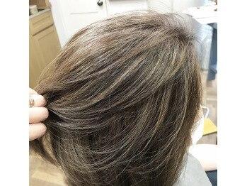 伸びても白髪が気にならない!カラーリング