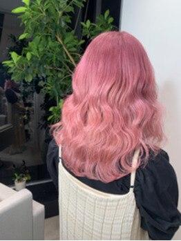 淡いピンク