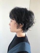 暗髪パーマ×ショートヘア